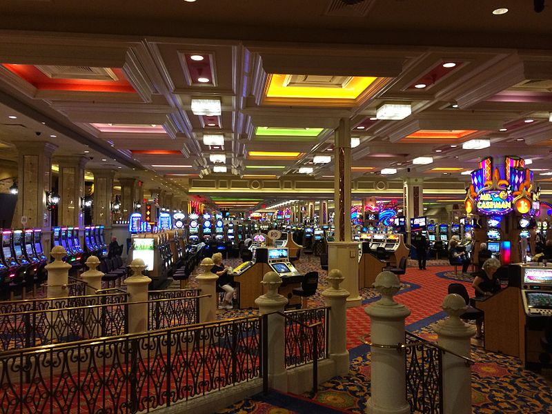 Benefits of Playing at Online Casinos